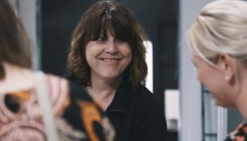 JULEGLEDER: Grethe Olsen og kollegene i Comfort-butikken i Haugesund gleder dem som ikke har råd selv, med koselige julegaver gjennom Kirkens Bymisjon, med kundenes hjelp. Foto: Espen Olsen