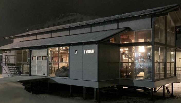 FYRHUS: Seks fyrhus er reserve- og spisslastkapasitet for fjernvarmen i Longyearbyen.
