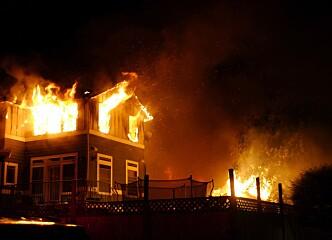Svartarbeidende rørlegger fikk erstatning da huset han oppbevarte pengene i brant ned