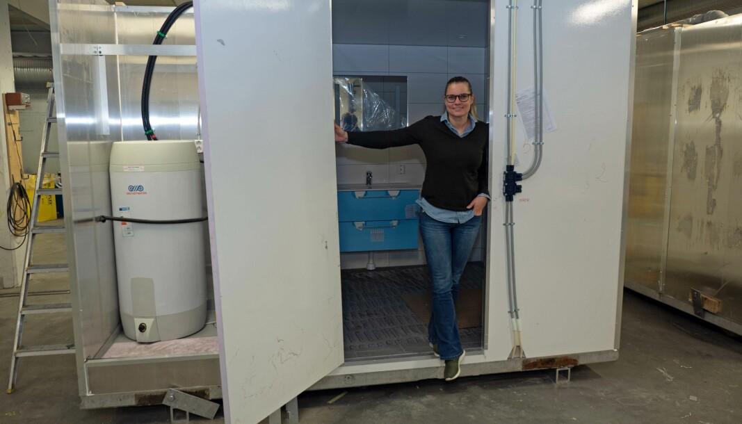 PÅ LAG: Teknobad-sjef Ellen Knudsen vil gjerne ha med seg rørleggere som kan montere de prefabrikkerte badene og sjaktene, men ikke for enhver pris.