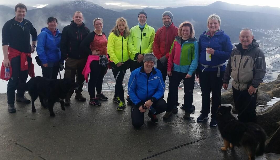 TIL TOPPS: Hver tirsdag etter jobb samles kolleger i Allier for å gå sammen de 1500 trappetrinnene opp fra Ulriken fra Montana.