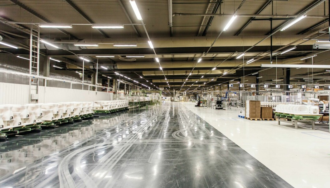 FRA FØDSEL TIL GJØDSEL: De lages her i Ekenäs i Finland og skal snart inn i norske bygg. Da kan Geberit dokumentere hvordan produktene påvirker miljøet.