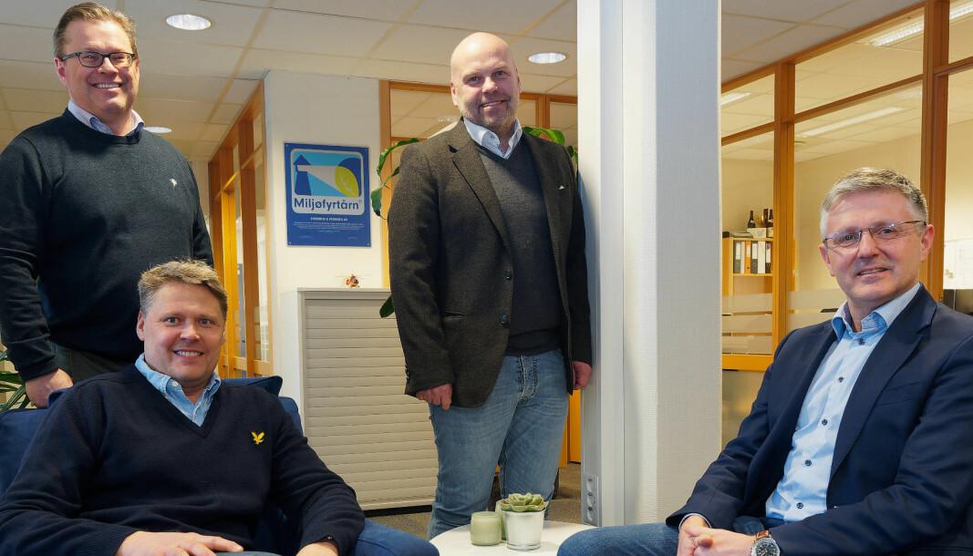 FYRTÅRN: De er miljøfyrtårn og prøver å bli bransjefyrtårn. Bak daglig leder Morten Skarra (til venstre) og markedssjef Jørgen Halland-Johansen. Foran kunde- og prosjektutvikler Ivar Snersrud (til venstre) og styreleder Tony Støkkebo.
