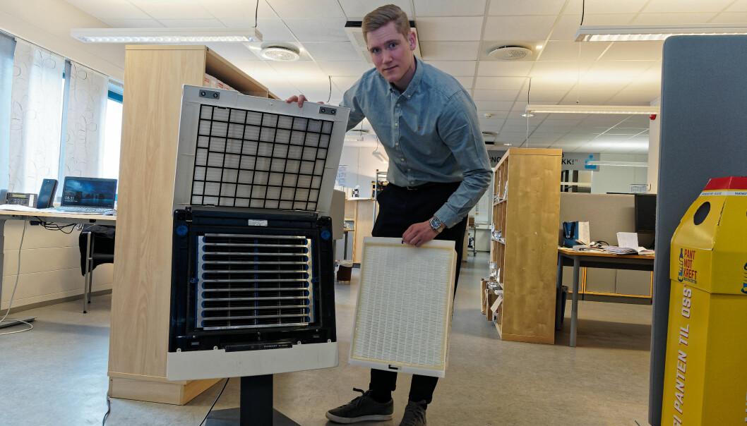 HURTIGLØSNING: Frittstående luftrenser er en rask løsning når det krever for mye penger eller tid å bytte ut ventilasjonsanlegget, sier Mats Solberg – nå med støtte fra WHO.