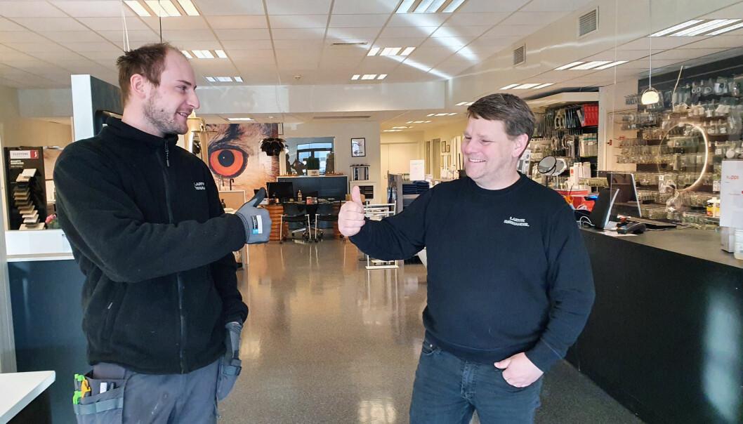 Lærling Marius Henriksen og opplæringsleder Hans Martin Hansson i Larvik Rørhandel AS er storfornøyd med at bedriften er nominert som Årets Lærebedrift 2021.
