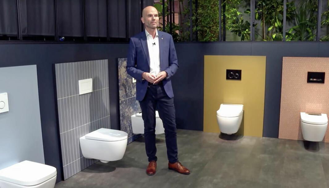 RENT: Renholdet blir enklere, reklamerer Jörn Ikels, som også kommer med løsningen som kan revolusjonere offentlige toaletter i et setefritt land som Frankrike: Lokk og seter som kan låses fast.