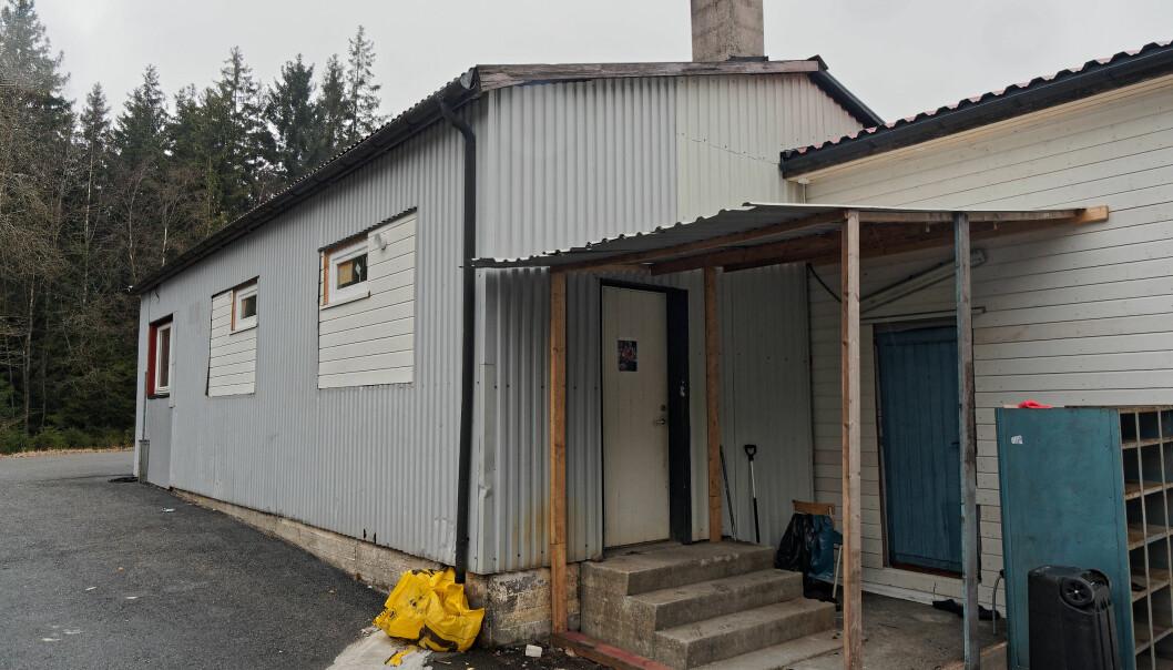 DISPENSASJON: 170 mennesker var samlet i denne bygningen på Skjeberg i Sarpsborg. Nå er det søkt om dispensasjon for å kunne bruke den til forsamlingslokale.