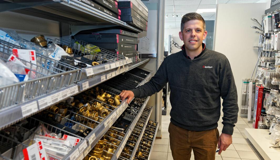 VETERAN: Det er over 25 år siden første gangen Ole-Tonny Johansen Larsen var intervjuet i Rørfag – da var han 11 år og var med moren, rørleggermester Mai-Britt Johansen, på arbeid.