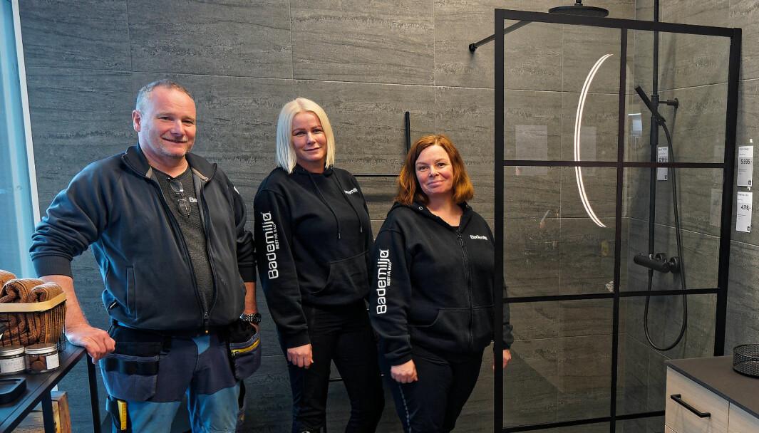 OPPUSSERE: De er i gang med en ny sesong med mange kunder som vil pusse opp – Egil Jonassen (fra venstre), Sandra Johannesen og Karina Havnerås.