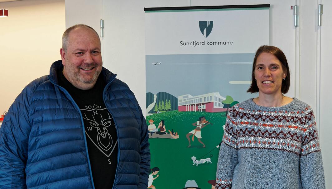 NY HVERDAG: Olav Årskaug og Ellen Bijsterbosch forteller om endringer etter snart halvannet år med nysammenslått kommune – men nok penger er det ikke, nå heller.