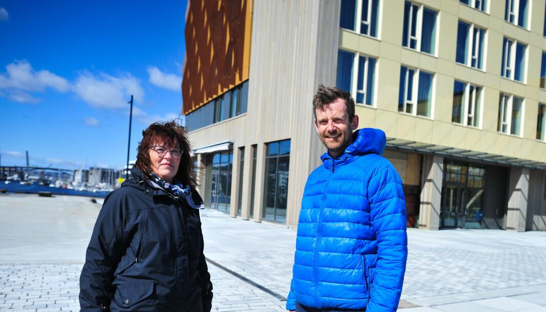 Hotell i Breeam-klasse: Prosjektsjef hos GC Rieber Eiendom, Ingunn Gjermundnes og kollega Gunnar Hernborg foran det som nå er landets mest bærekraftige hotell.