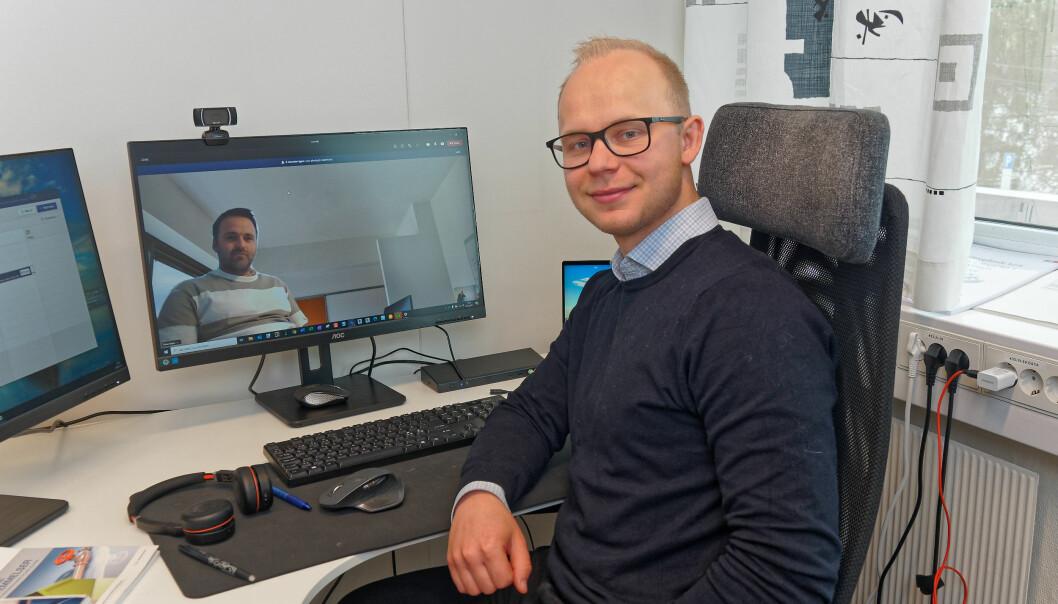 MØTE: Lasse Andersen har muligheten til å møte kundene på Østlandet. Her møter han Rune Sliper på nett fra hovedkontoret i Kristiansand.