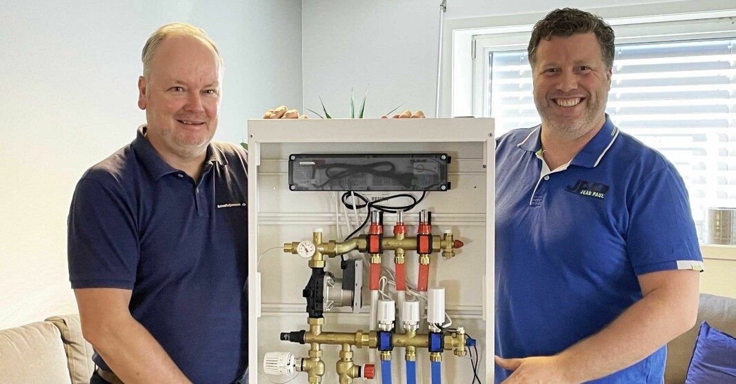Salgssjef Johnny Kvalheim (til venstre) og teknisk sjef i Armaturjonsson, Thorn Fredrik Hemsen.