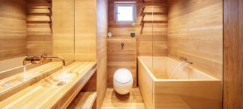 Bygger baderomskabiner i norsk tre