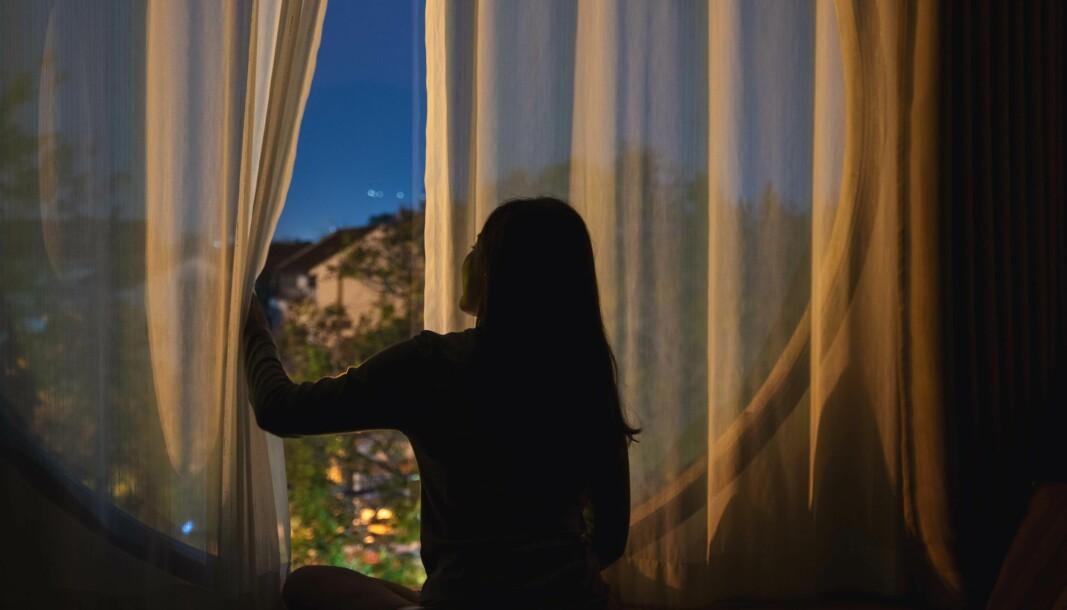 HJELPER: Åpne vinduer hjelper når beboerne sover. Hvis de derimot bruker tid på soverommet tidligere på kvelden – slik som ikke minst tenåringer gjør – er ikke luften like god.