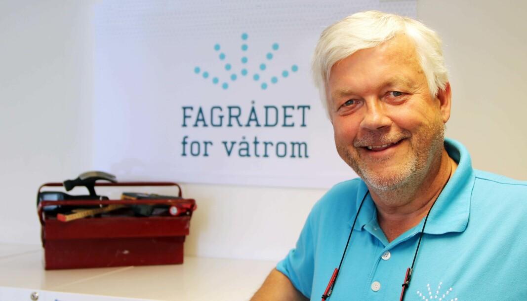 HAR VERKTØYET: Cato Ove Karlsen har verktøyet – våtromsnormen – og lurer på hvorfor ikke enda flere bruker det.