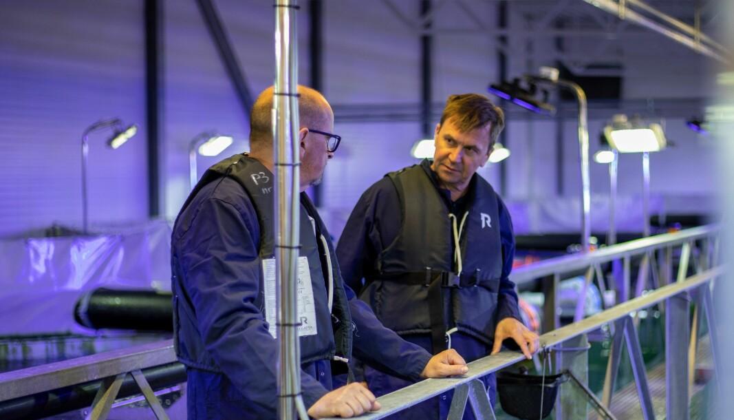 GODT SAMARBEID: I fjor kjøpte ble Stadpipe solgt til det tyske selskapet Simona. Her er direktør i selskapet, Nils-Per Sjåstad (t.h.) i dialog med COO i SIMONA Dr. Jochen Hauck.