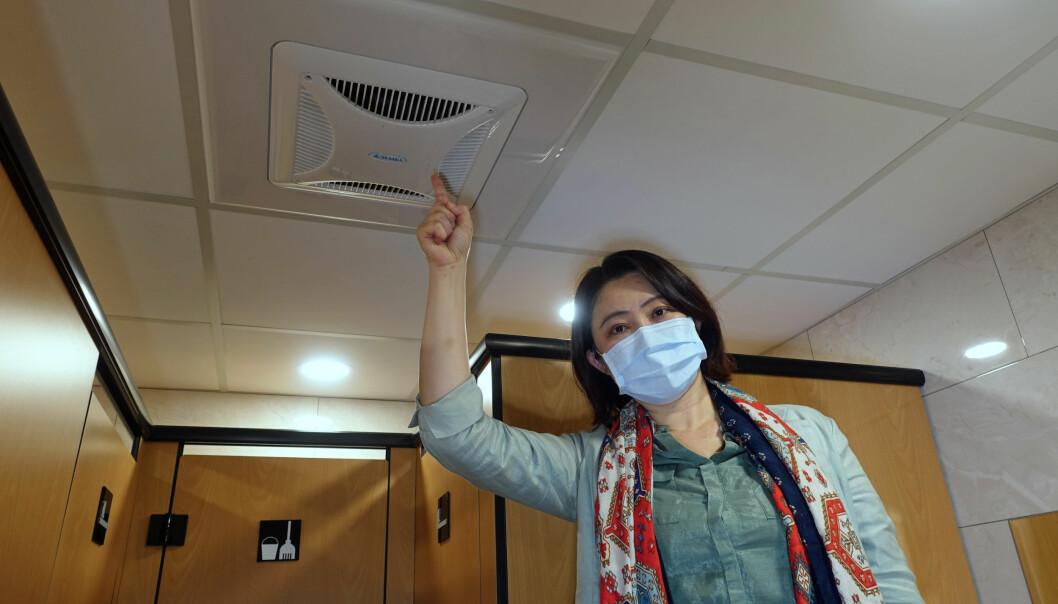 VENTILASJON: Forskningsdirektør Chia C. Wang oppfordrer til bedre ventilasjon og mer luftrensing. Ikke bare mot korona, men også mot annen virussmitte.