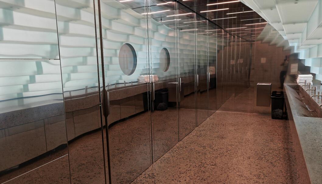 ISKALDT: Frontene mellom byggherre og arkitekt er omtrent like varme som navnet tyder på. «Frozen River» er toalettkonseptet på Kistefos-museet.