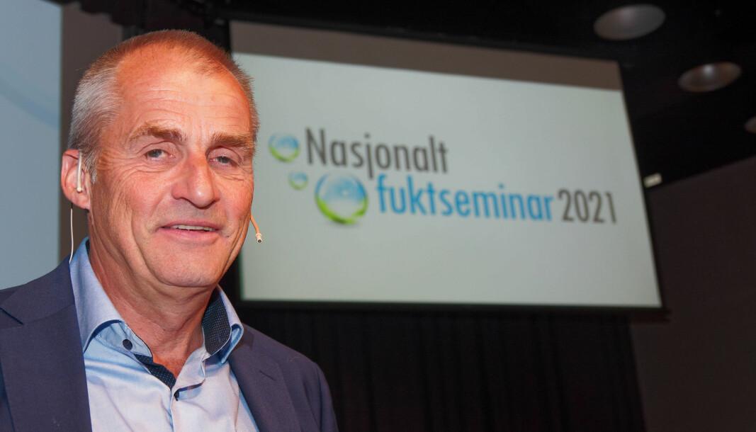 FÅR SVAR: Sverre Holøs stiller mange spørsmål om feil og uklarheter om våtrom i den nye forskriften. Nå lover departementet å rette opp.