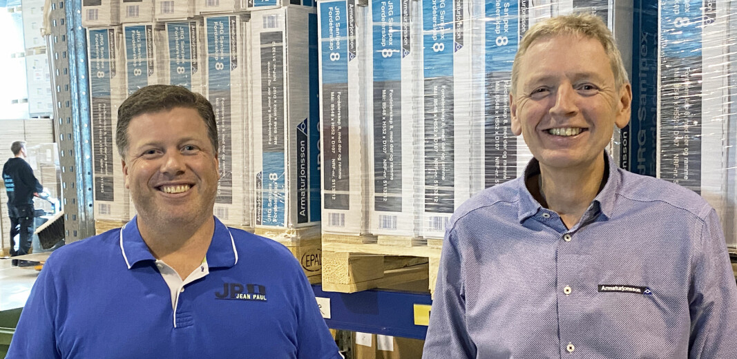 Teknisk sjef Thorn Fredrik Themsen (t.v) og administrerende direktør Kjell Bernt Kalland i Armaturjonsson AS.