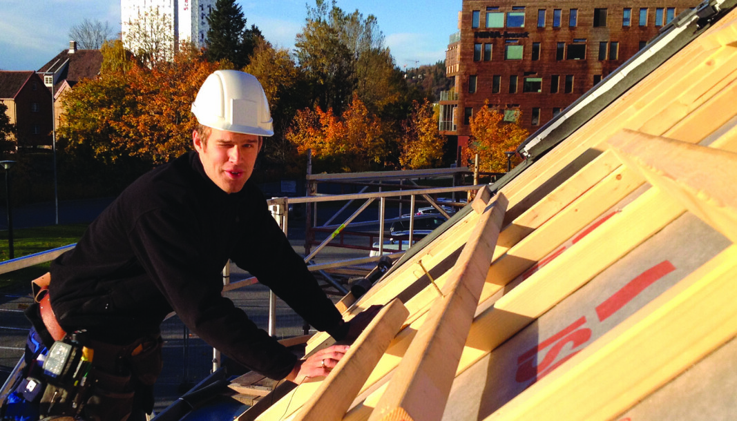 TAK PÅ PROBLEMET: Flere fuktskader enn før kommer fra taket, forteller Sintef-forskningsleder Lars Gullbrekken.